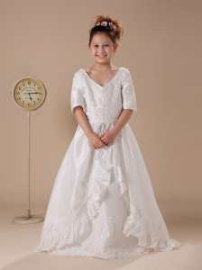 Embroidery V-neck A-Line Taffeta White Flower Girl Dress Half Sleeves