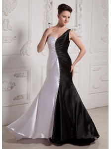 Luxuious White and Black One Shoulder Prom Celebrity Dress