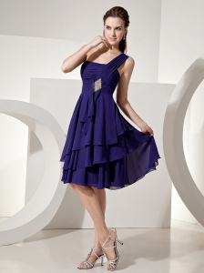 Purple One Shoulder Knee-length Prom Dress With Chiffon Beaded and Ruch Decorate