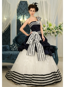 Navy Blue And White Pick-ups Strapless Sweep Modern Wedding Dress With Organza For Customize 2013