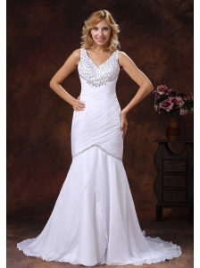 V-neck Mermaid Wedding Dress With Ruched Bodice and Beaded Decorate Bust
