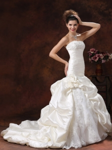 Champagne Mermaid and Ruched Bodice For 2013 Wedding Dress With Lace Decorate Bust Hand Made Flowers