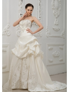 Embroidery With Beading Decorate Bodice Brush Train Pick-ups Taffeta New Style For 2013 Wedding Dress