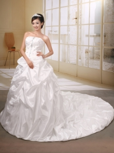 Pretty Taffeta White Wedding Dress With Chapel Train Baded Decorate Bodice