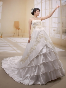 Popular Embroidery Decorate Wededing Gowns With Ruffled Layeres