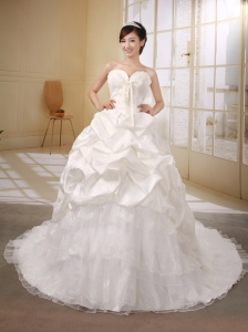 Princess Chapel Train Sweetheart Neckline Pick-ups Decorate Taffeta Organza and Lace Wedding Dress Popular