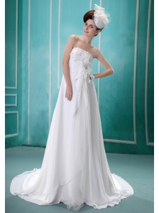 Sweet Appliques Decorate Bust 2013 Wedding Dress With Chiffon Strapless Beading