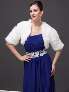 Exquisite Faux Fur V-Neck Half-Sleeves Wedding Party and Prom White Jacket