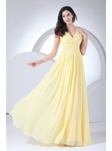 Ruching Decorate Bodice Light Yellow Chiffon V-neck 2013 Prom Dress Floor-length