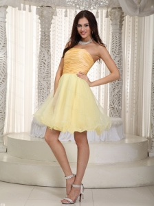 Light Yellow A-line Strapless Ruch Dama Dresses for Quinceanera