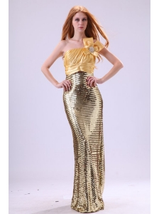 Sexy Sequins Column Strapless Floor-length Yellow Prom Dress with Ruching