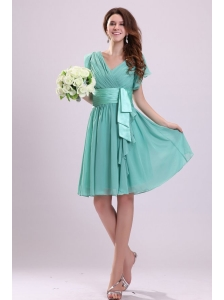 Apple Green V-neck Chiffon Prom Dress with Short Sleeves