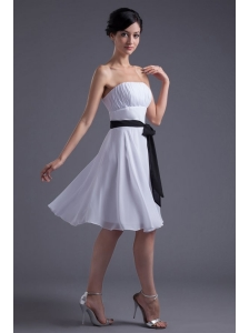 Elegant Empire Sash Knee-length White Chiffon Prom Dress with Strapless