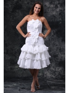 A-Line Strapless Knee-length Bowknot and Ruching Taffeta Wedding Dress