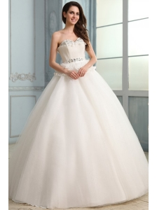 Sweetheart Beading and Pleats Floor-length Wedding Dress in Ball Gown
