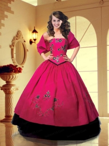 2015 Fashionable Hot Pink Quinceanera Gown with Embroidery