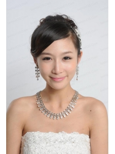 Dreamlike Rhinestone Dignified Necklace