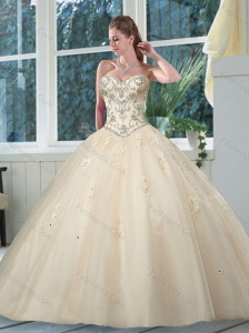 2015 Luxurious Sweetheart Ivory Quinceanera Dress with Appliques