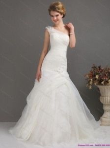 2015 Plus Size One Shoulder Wedding Dresses with Ruching and Hand Made Flowers