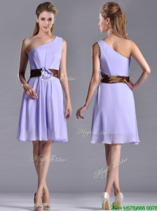 Exclusive One Shoulder Lavender Short Dama Dresses for Quinceanera with Brown Belt