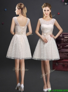 2017 Lovely See Through Scoop Short Prom Dress with Appliques and Lace