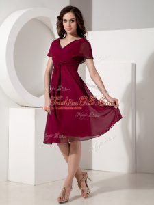 Comfortable Fuchsia Short Sleeves Knee Length Ruching Zipper Mother Of The Bride Dress