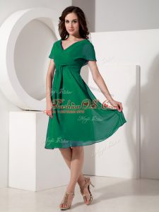 Free and Easy Dark Green Empire Chiffon V-neck Short Sleeves Ruching Knee Length Zipper Mother Of The Bride Dress