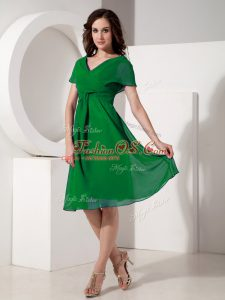 Chic Green Short Sleeves Ruching Knee Length Mother Of The Bride Dress