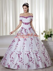 Free and Easy White Ball Gowns Embroidery Quinceanera Dresses Lace Up Organza Short Sleeves Floor Length