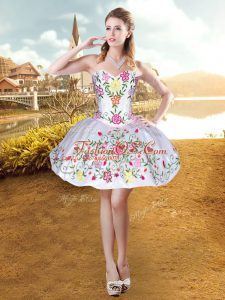 Dynamic Sleeveless Lace Up Mini Length Embroidery Prom Dress