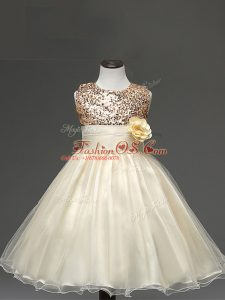 Trendy Tulle Scoop Sleeveless Zipper Sequins and Hand Made Flower Little Girl Pageant Gowns in Champagne