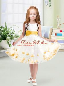 White Flower Girl Dresses Wedding Party with Appliques and Belt Scoop Sleeveless Zipper
