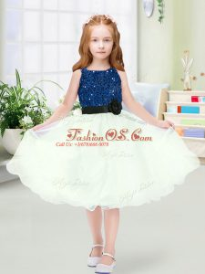 Affordable Knee Length Zipper Flower Girl Dress Blue And White for Wedding Party with Sequins and Hand Made Flower