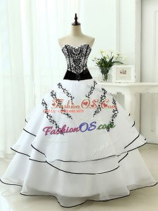 Fashion Sweetheart Sleeveless Lace Up Quinceanera Gowns White Organza