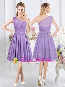 Popular One Shoulder Sleeveless Bridesmaid Dresses Knee Length Lace Lavender Chiffon
