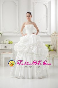 Fashionable White Lace Up Strapless Beading and Pick Ups Wedding Gowns Taffeta Sleeveless