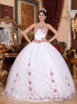 Fashionable White Quinceanera Dress Strapless Organza Embroidery Ball Gown