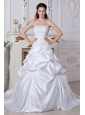 Elegant A-line / Princess Strapless Wedding Dress Embroidery Court Train Taffeta
