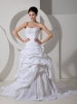 Pretty A-line Wedding Dress Sweetheart Hand Made Flower and Appliques Court Train Taffeta