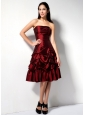 Modern Wine Red A-line Strapless Pick-ups Bridesmaid Dress Knee-length Taffeta