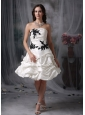 Lovely A-line Strapless Cocktail Dress Taffeta Appliques and Ruch Knee-length