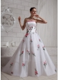 2013 Embroidery A-line Wedding Dress With Court Train For Custom Mades