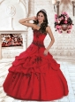 2015 Luxurious Sweetheart Organza Red Quinceanera Dress with Appliques and Pick Ups