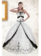 2015 Exquisite Embroidery Quinceanera Dresses in White and Black