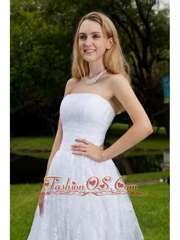 Lovely A-Line / Princess Strapless Knee-length Chiffon and Lace Ruch Wedding Dress