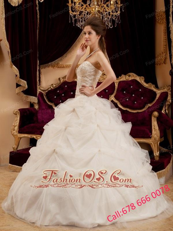 Beautiful Ivory Quinceanera Dress Sweetheart Satin   and Organza Embroidery Ball Gown