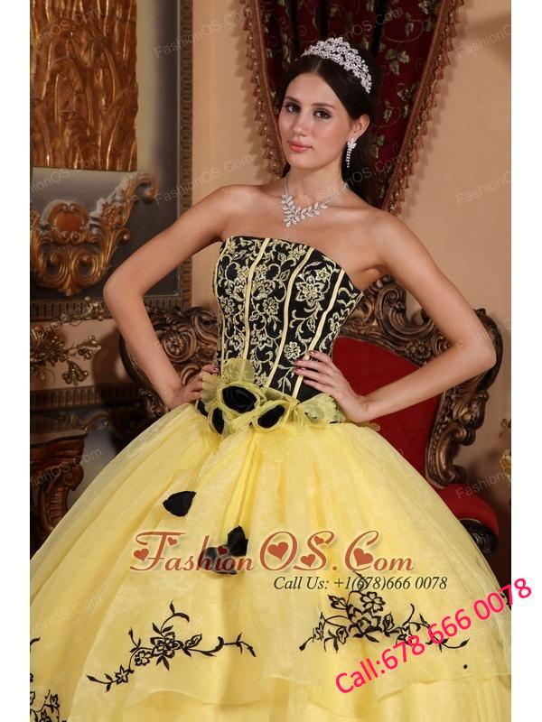Beautiful Yellow Quinceanera Dress Strapless Organza Embroidery Ball Gown