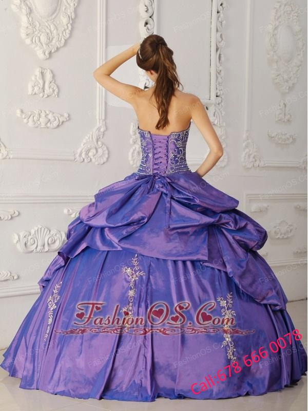 Elegant Purple Quinceanera Dress StraplessTaffeta Embroidery and Beading Ball Gown