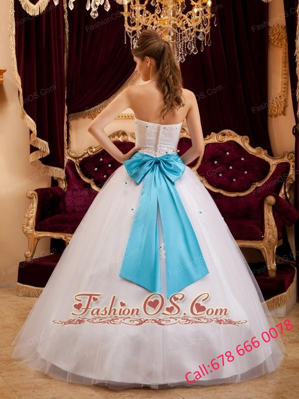 Fashionable White Quinceanera Dress Strapless Satin Appliques Ball Gown