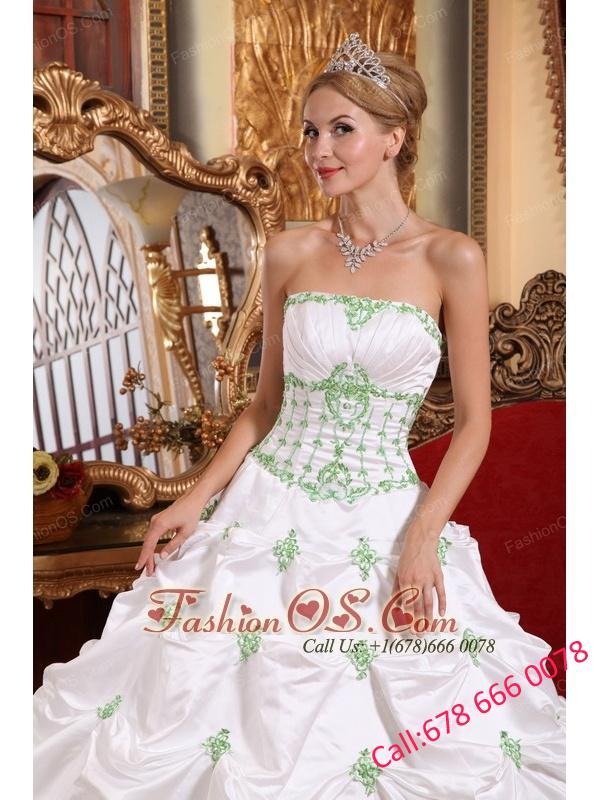 Popular White Quinceanera Dress Strapless Taffeta Appliques Ball Gown